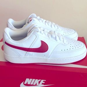 NIKE COURT VISION LO SNEAKERS